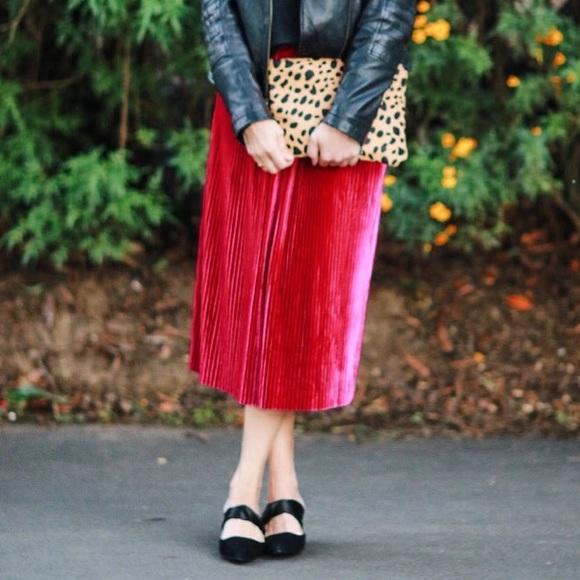 9fcb218c94 Zara magenta pleated velvet midi skirt M NWT